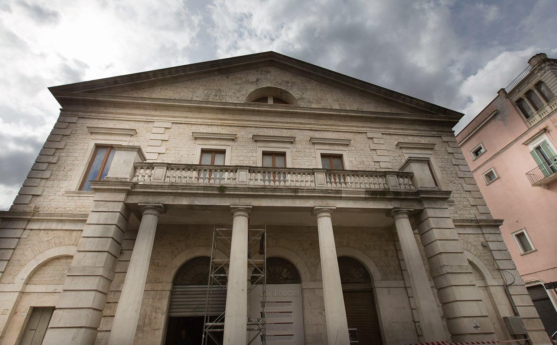 Teatro comunale acquaviva delle fonti for Monolocale arredato acquaviva delle fonti