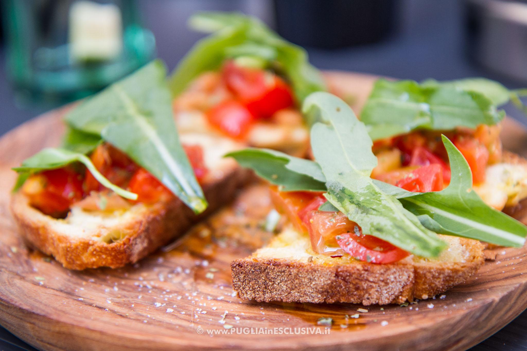 Bruschetta di pane e pomodoro